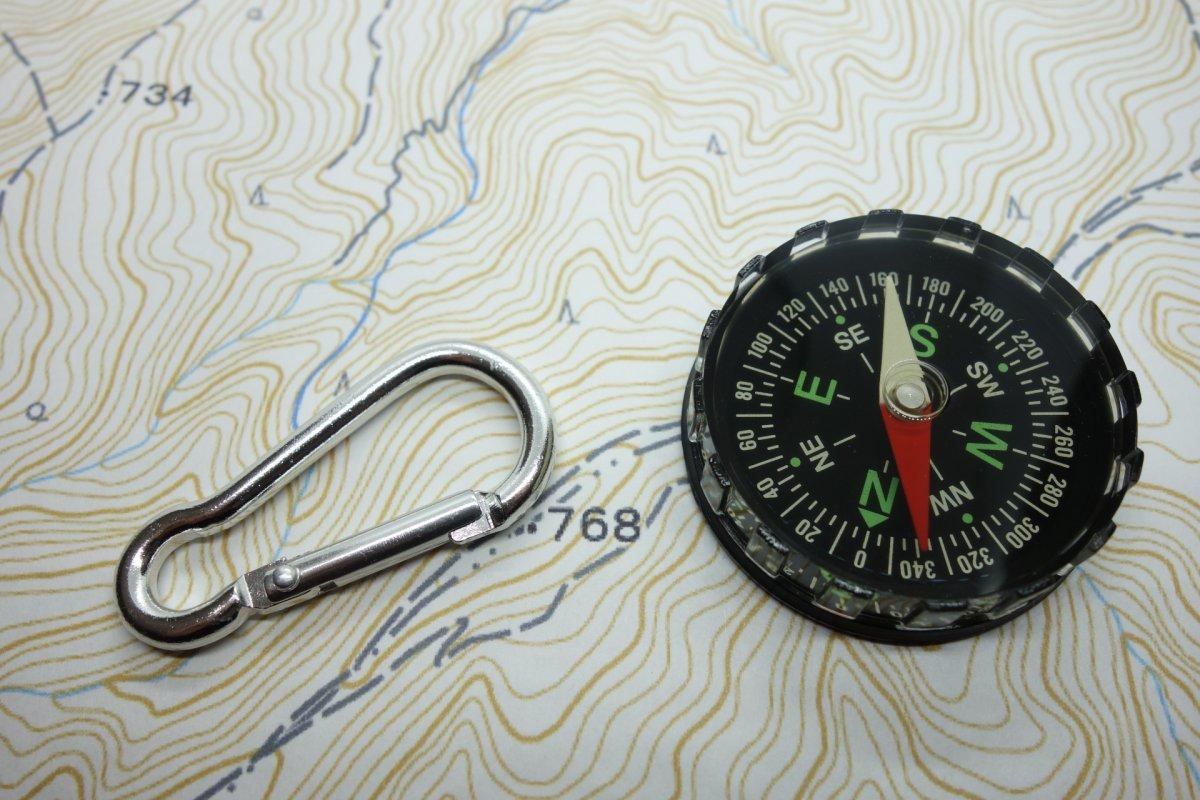 地形図とコンパス