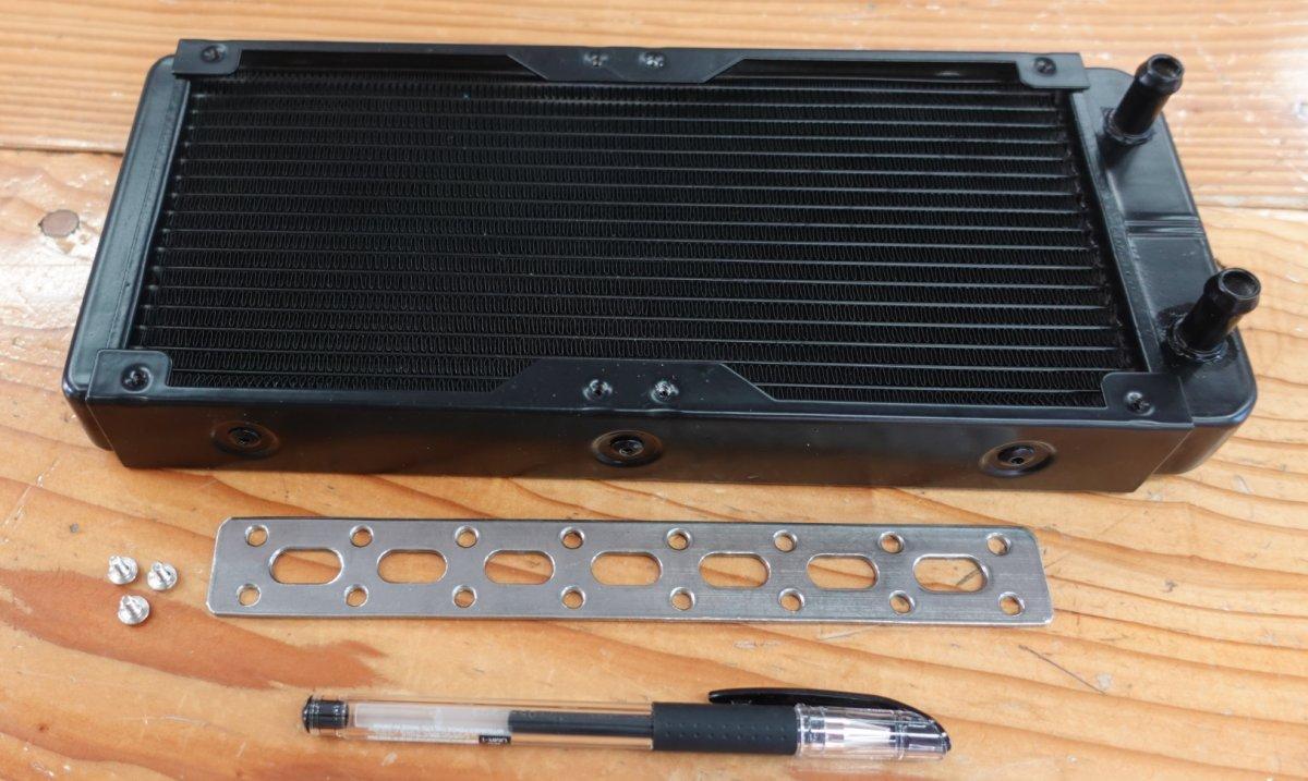 温水シャワー用熱交換器と取り付けステー