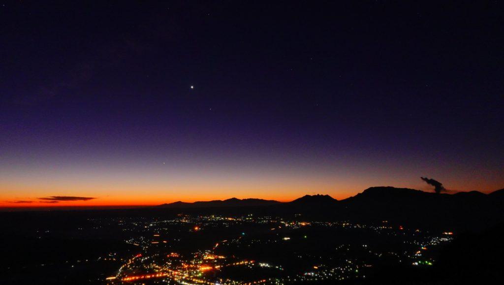 阿蘇外輪山の夜明け