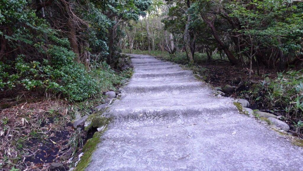 牧ノ戸登山口の上り坂