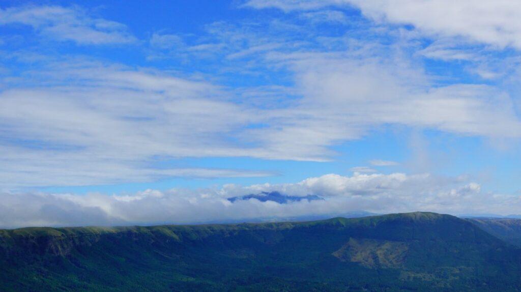兜岩展望所から望む外輪山とくじゅう連山