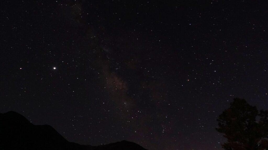 20:15の木星(右)と宵の明星、金星(左)
