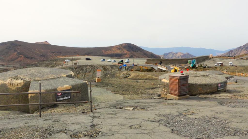 阿蘇山中岳火口のシェルター