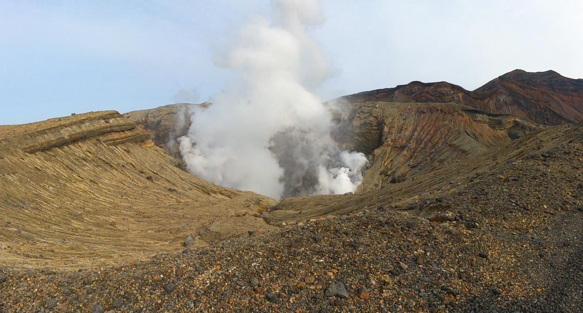 阿蘇山中岳噴煙