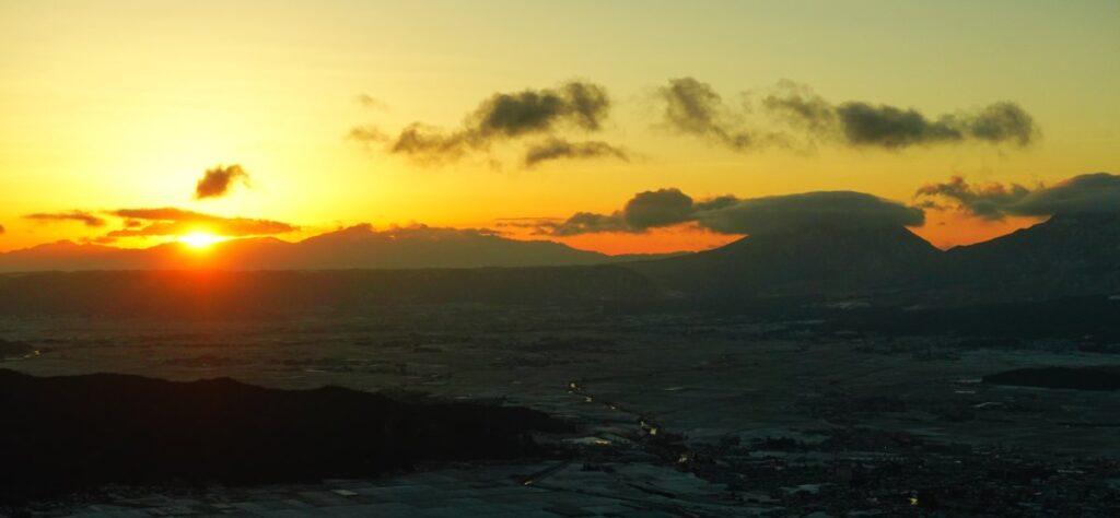 冬の阿蘇大観峰で御来光